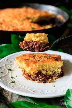 Skillet chili cornbread is an easy comfort food made in your trusty cast iron pan. Serve this family friendly recipe for dinner tonight. Your friends and family will be asking for seconds. Plus, clean up is a breeze as it dirties one dish. Homemade Hamburger Patties, Homemade Hamburgers, Easy To Cook Meals, Healthy Meals, Chili And Cornbread, Cast Iron Recipes, Salisbury Steak, Cast Iron Cooking, Iron Pan
