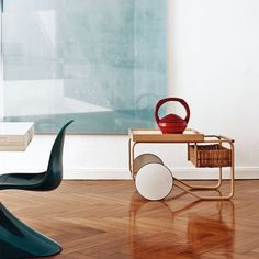 Alvar Aalto tea trolley / Apartment of Artek CEO Mirkku Kullberg, featured on Italian Elle Decor cover. Contemporary Interior Design, Home Interior Design, Interior Styling, Interior Architecture, Interior Decorating, Decorating Tips, Alvar Aalto, Elle Decor, Interiores Design
