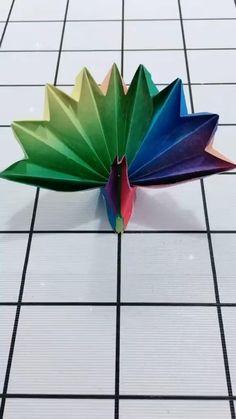Cool Paper Crafts, Paper Crafts Origami, Diy Crafts For Gifts, Diy Paper, Paper Art, Instruções Origami, Origami Design, Oragami, Peacock Crafts