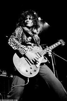 T-Rex (Marc Bolan) Photographer: Jorgen Angel Location: Copenhagen Date: 1973 With a sick faux cheetah coat Marc Bolan, Glam Rock, Lady Stardust, Electric Warrior, Easy Guitar, Thing 1, Music Images, Rock Legends, Les Paul