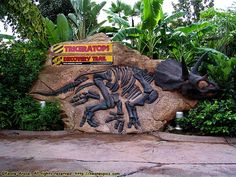 AMUSEMENT ATTRACTION! Triceratops Discovery Trail | Jerry's Hollywoodland Amusement And Trailer Park