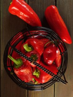 Paprikakrém télire Pickling Cucumbers, Hungarian Recipes, Food Styling, Preserves, Pickles, Cooking Tips, Stuffed Peppers, Canning, Vegetables