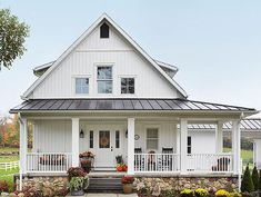 Rustic yet chic, contemporary yet country—modern farmhouse style marries the best of old and new. Get inspired to incorporate contemporary twists on the classic style into your home with our roundup of modern farmhouse decor ideas.