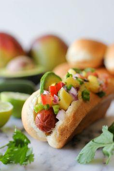 Hawaiian Hot Dogs with Mango Salsa. Hawaiian Hot Dogs with Mango Salsa - the perfect summer hot dog! Hot Dogs, Hot Dog Buns, Dog Recipes, Cooking Recipes, Hamburgers, Hot Dog Toppings, Snacking, Burger Dogs, Mango Salsa