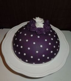 Lila Kuppeltorte mit Polka Dots & Rosen *~* Purple Dome Cake with Polka Dots & Roses