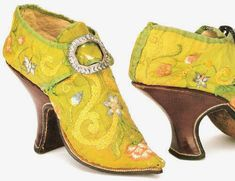 These early century shoes have it all: embroidery, buckles and high block heels. Vintage Shoes, Vintage Accessories, Vintage Outfits, Antique Clothing, Historical Clothing, Ballerina, Men In Heels, 18th Century Fashion, 17th Century