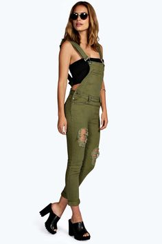 Womens Slim Fit Distressed Denim Dungarees - green - 8 - Jeans are the genius wear-with-anything wardrobe itemSkinny, straight, or slim, find your per. Womens Denim Overalls, Dungarees Outfits, Overalls Fashion, Denim Dungarees, Fashion Outfits, Mens Fashion, Hippie Fashion, Style Fashion, Fashion Tips