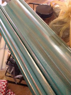Uses a paper bag to sand between coats! The Empty Nest.Primer Red under Florence.clear/dark wax and a glaze of King gold imported French gilding wax Refurbished Furniture, Repurposed Furniture, Furniture Makeover, Diy Furniture, Chalk Paint Projects, Chalk Paint Furniture, Florence Chalk Paint, Pintura Patina, Chalk Paint Finishes