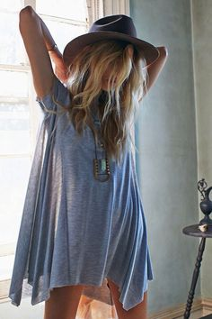Flowy t-shirt dress. Want!