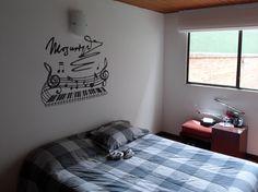 Diseño para amantes de los grandes de la música.  En Bogotá tel. 3176746222 - 6087286 contactanos@gfdecoraciones.com Home Decor, Lovers, Vinyls, Interior Design, Space, Blue Prints, Decoration Home, Room Decor, Interior Decorating