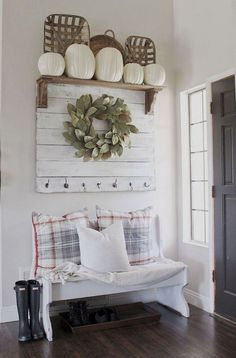 Best Small Entryway Decor & Design Ideas To Upgrade Space 2019 Looking for small entryway decor? Take a look at these stunning entryway decor ideas that will upgrade your space.