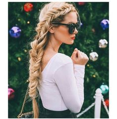 Image via We Heart It #beach #black #blonde #braid #casual #curly #daisy #fashion #floral #flower #girl #girly #goals #grunge #hair #hipster #indie #long #nature #style #summer #tropical #tumblr #wavy #vibes