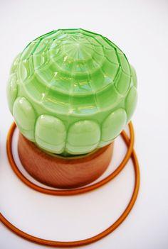 Art Deco tafellamp groen SHELL 13 van GemsOfLightLamps op Etsy