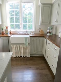 cabinet paint=Benjamin Moore fieldstone.   wall color= Benjamin Moore white dove.