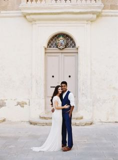 When this Irish bride and English groom settled on the island of Malta for their destination wedding, a week-longstring of celebration led up to the Big Day. Blending both their cultureswith a mix of Maltese tradition, they created a completely
