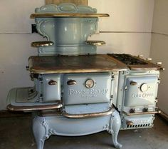Antique Kitchen Stoves for Sale - Bing Images Wood Stove Cooking, Kitchen Stove, Old Kitchen, Rustic Kitchen, Cooking Pork, Kitchen Ideas, Cooking Pasta, Kitchen White, Cooking Turkey