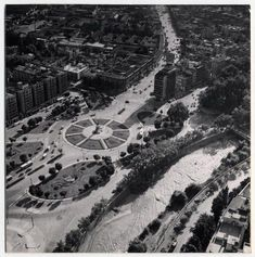 [Panorámica de la Plaza Baquedano] [fotografía] Domingo Ulloa.1958 Old Pictures, City Photo, Celebrities, Vintage, Santiago, Antique Photos, Celebs, Old Photos, Vintage Comics