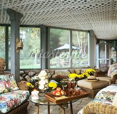 lattice ceiling...in sunroom?