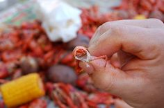 Easy way to peel boiled crawfish, cher!
