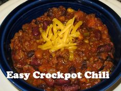 Easy Crockpot Chili - make it with ground beef or turkey! { thelovebugsblog.blogspot.com }