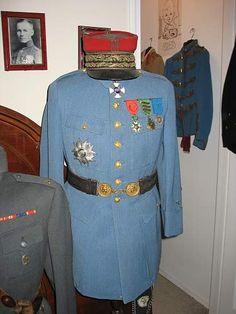 French General's Horizon Blue tunic and kepi