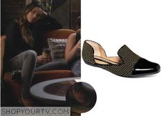 Pretty Little Liars: Season 4 Episode 18 Emily's Cap-Toe Studded Flats Pretty Little Liars Seasons, Pretty Little Liars Fashion, Pll Outfits, Other Outfits, Smoking Flats, Emily Fields, Studded Flats, Caroline Forbes, Thomas Brodie Sangster