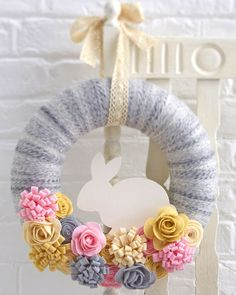 How to Make a Felt Easter Bunny Wreath #Easter #Wreath