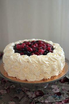 Kermakakkuja ei tule turhan usein tehtyä, koska useimmiten ihmiset pyytävät minulta erikoisempia teemakakkuja. Kermakkujen te... Donuts, Birthdays, Cookies, Desserts, Recipes, Fruit Cakes, Party Ideas, Cake, Deserts