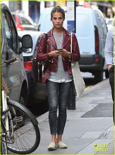 alicia vikander michael fassbenders relationship is not in trouble 01 Alicia Vikander's hair blows in the wind while stepping out in a dark red leather jacket on Thursday (August 27) in London, England. The 26-year-old Man from…