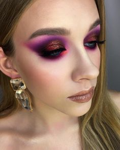 Zaległy makijaż w fioletach z intensywnym pomarańczowym akcentem ze szkolenia indywidualnego na pięknej Matyldzie 💜  #mua #beauty…