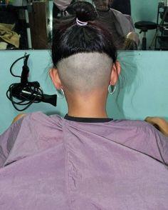 No photo description available. Nape Undercut, Shaved Undercut, Undercut Long Hair, Undercut Women, Shaved Nape, Shaved Sides, Undercut Hairstyles, Great Hairstyles, Popular Hairstyles