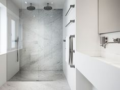 How to install a wet room shower by Wet Room Materials. Complete wetroom / walk in shower installation guide for the UniSlope® and the wall mounted drain . Wet Room Shower, Master Bath Shower, Walk In Shower, Master Bathroom, Modern Bathroom Design, Bath Design, Bathroom Designs, Modern Bedroom, Wet Room Installation