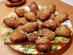 Τσουρέκι αφράτο Greek Christmas, Honey Syrup, Easter Recipes, Pretzel Bites, Biscuits, Bread, Cakes, Food, Art