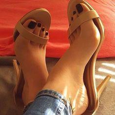 #handjob #ayakasigi #toes #cutefeet #barefoot #fetishnation #ayaklarım #bakimlieller #ayaklar #footslave #footkasif