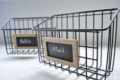 Aus Fahrradkörben fesche Aufbewahrung basteln -- DIY industrial wire mail baskets