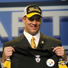 On this day in #SteelersHistory, we selected a QB from Miami (OH) in the 1st round of the 2004 NFL Draft.