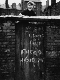 © Shirley Baker Smiling Boy Climbs Back Yard Gate - Manchester 1966 Urban Photography, Photography Tutorials, White Photography, Street Photography, Shirley Baker, Manchester City Art Gallery, Street Portrait, Digital Museum, Salford