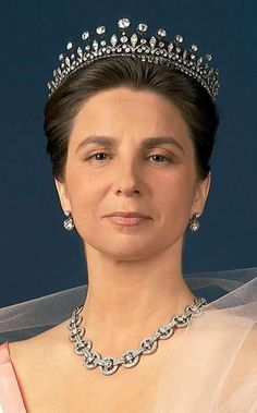 Princess Isabel of Bragança, Duchess of Bragança, née Heredia Royal Tiaras, Tiaras And Crowns, Royal Brides, Royal Weddings, Portuguese Royal Family, Beautiful Arab Women, Royal Photography, Bride Tiara, Edwardian Jewelry