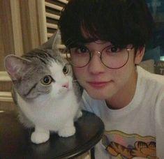 Imagen de boy, ulzzang, and cat #KoreanFashion