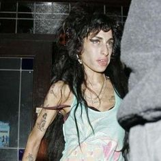 Friends fear troubled singer Amy Winehouse may never sing again after damaging her voice.
