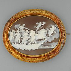 A Victorian shell cameo brooch
