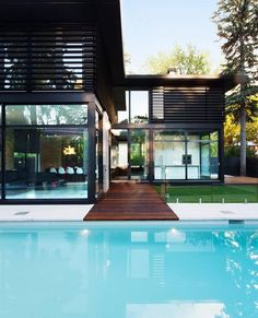 """8,646 Me gusta, 50 comentarios - Home Designs & Luxury Villas (@elegantlife) en Instagram: """"Is this a Yay or Nay? Quebec, Montreal  Designed by Yiacouvakis Hamelin Architects"""""""