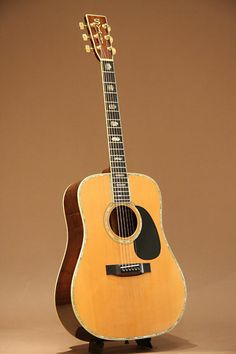 S.Yairi YD-308 (1981) : Then flagship model of S.Yairi. German Spruce top, Brazilian Rosewood back and sides.