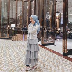 "6,423 Likes, 41 Comments - nana,25 (@liyanabakarudin_) on Instagram: ""Tetiba rasa macam ayu pulak pakai Inarah Pastelina Batik & Nanalaff satin shawl @minimalace ni"""