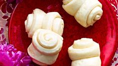 Steamed buns (flower rolls) | Known as hua juan, flower rolls are a variety of popular mantou (steamed buns) from northern China. They are often served with meat stews and saucy dishes in place of rice.