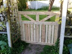 custom wooden pallet garden fence gate