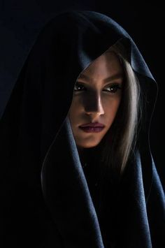 Beauty - is a combination of physical attractiveness, personality, culture, and intelligence that. Dark Portrait, Photo Portrait, Female Portrait, Beautiful Hijab, Beautiful Eyes, Beautiful Women, Face Photography, Photography Women, Girl Face