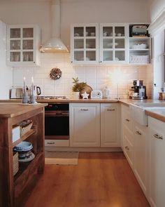 Kitchen from my dreams 😍✨ 📷 Home Decor Kitchen, Kitchen Dining, Kitchen Cabinets, Küchen Design, Interior Design, Ikea Interior, Design Ideas, Starter Home, Contemporary Kitchen Design