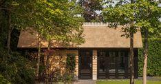 rietgedekt buitenverblijf kantoor doorn buitenpracht Pool Houses, Gazebo, Outdoor Structures, Cabin, Architecture, House Styles, Plants, Home Decor, Garage