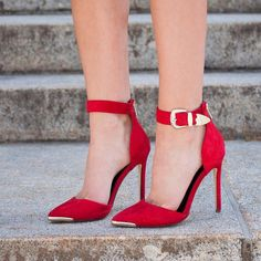 tanyacorrine is fire in our red ~haute~ heels.